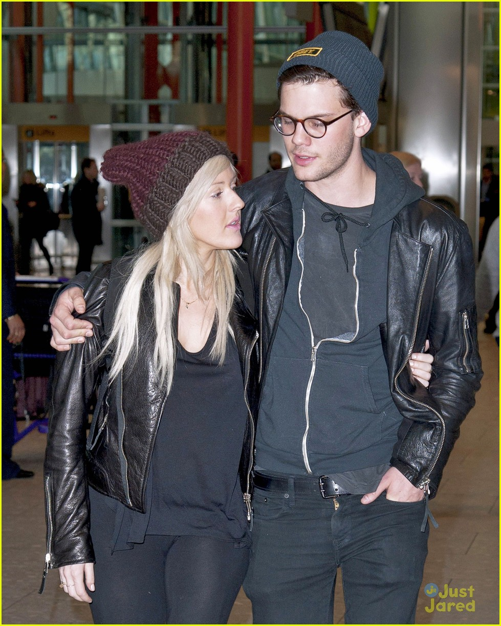 ellie goulding jeremy irvine airport couple 05