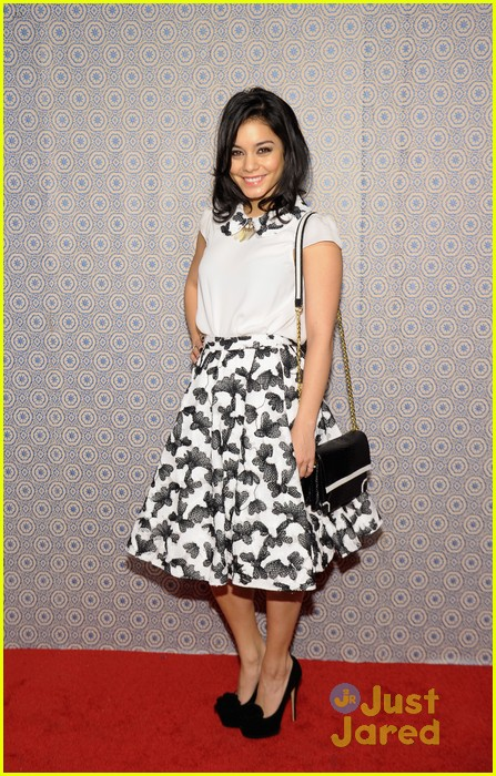 vanessa hudgens alice olivia fashion show 01