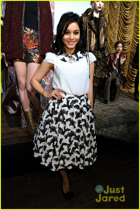 vanessa hudgens alice olivia fashion show 03