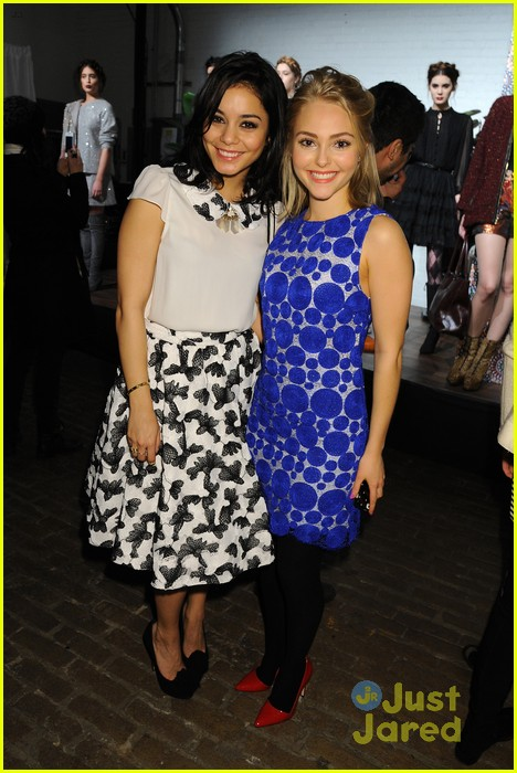 vanessa hudgens alice olivia fashion show 08