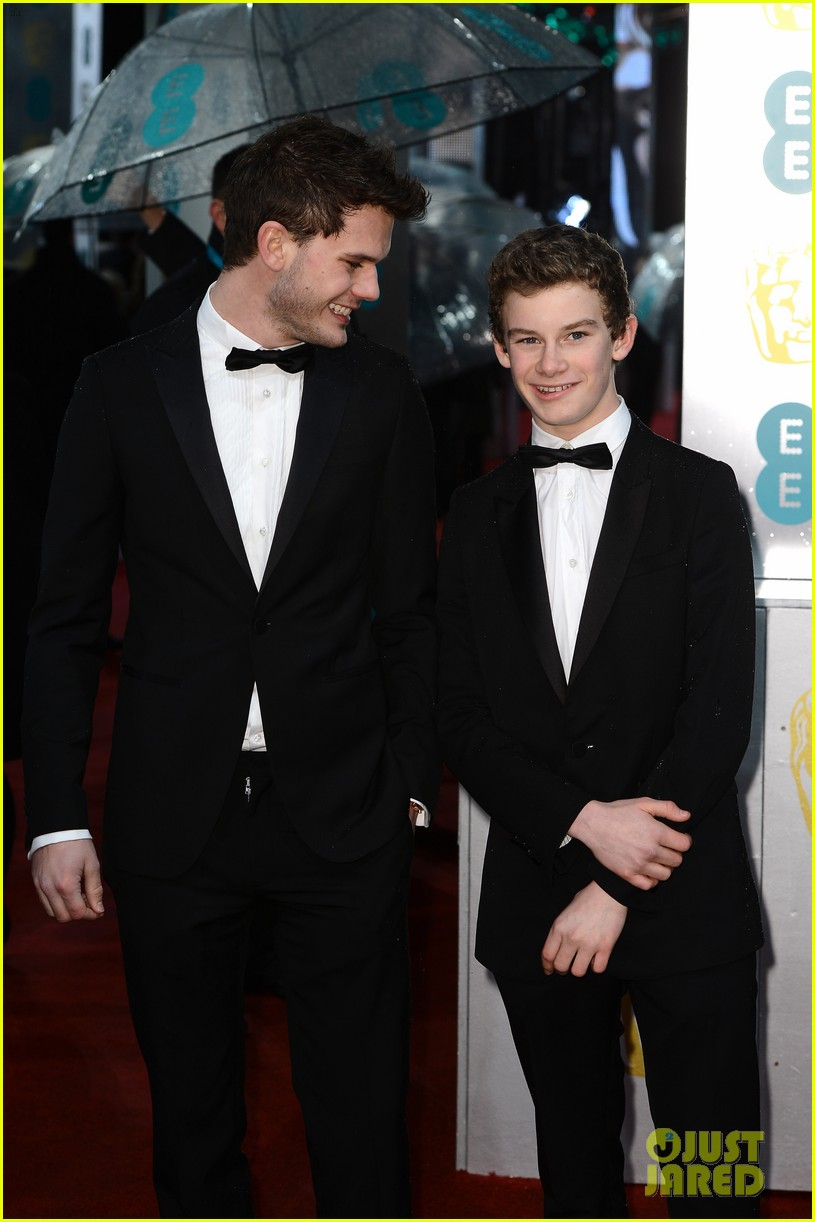 jeremy irvine baftas red carpet 12
