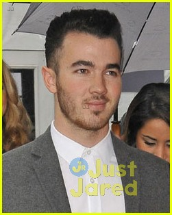 kevin danielle jonas fashion week couple 02