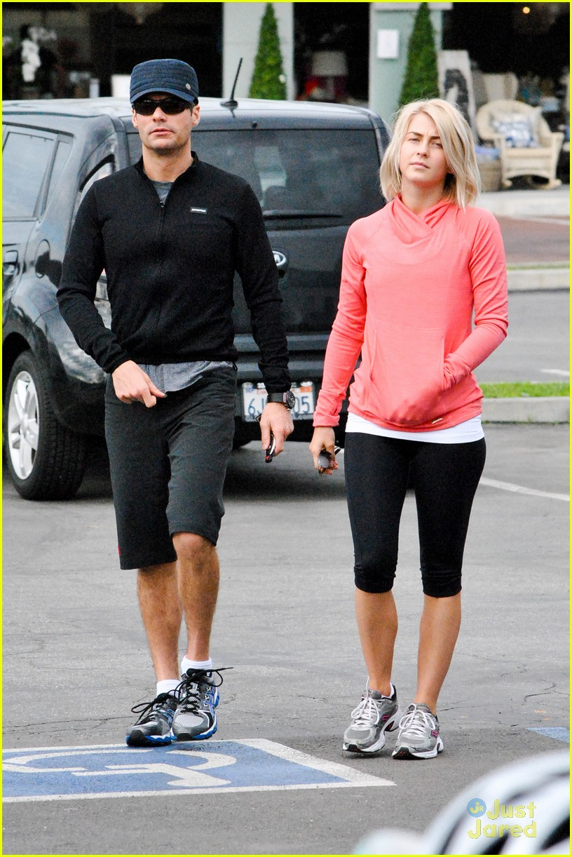 julianne hough coffee run 01