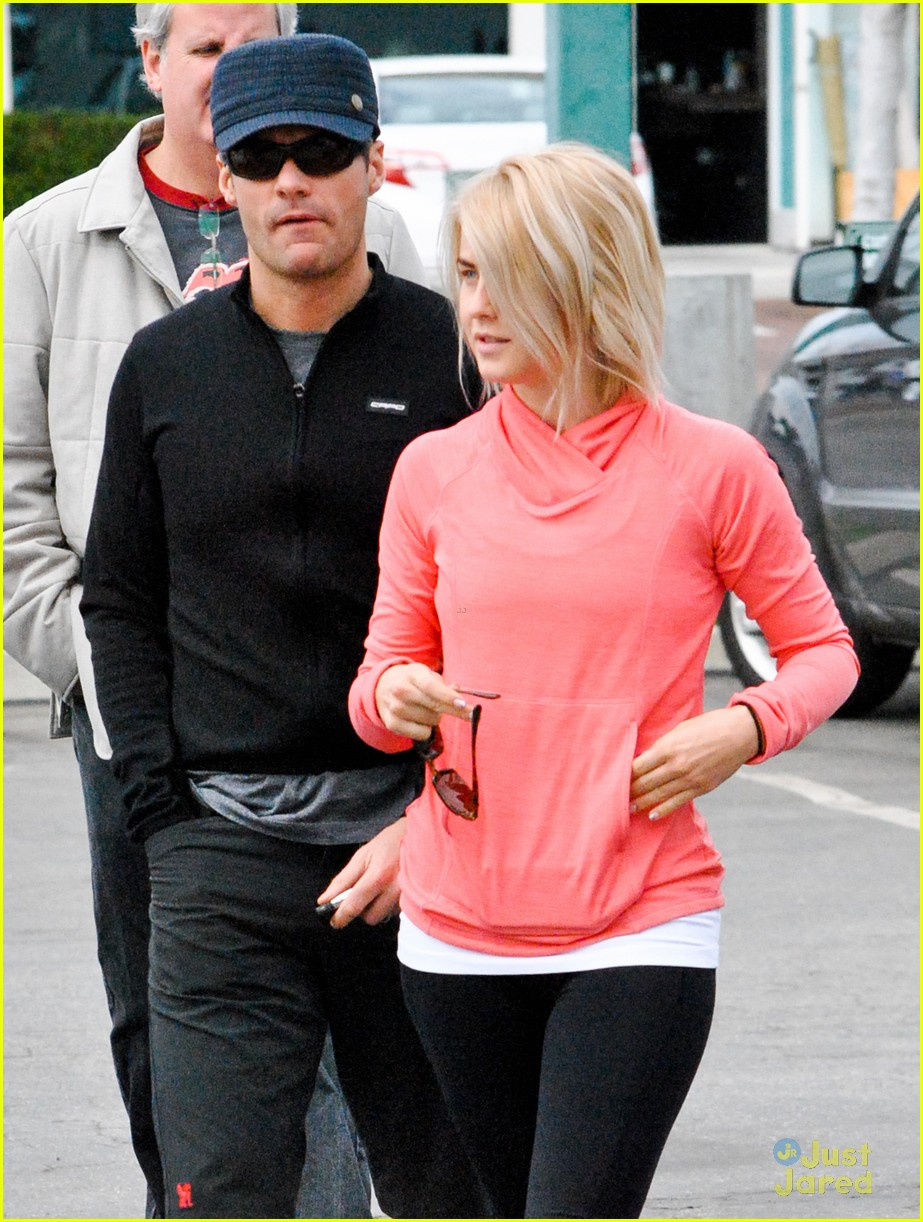 julianne hough coffee run 06