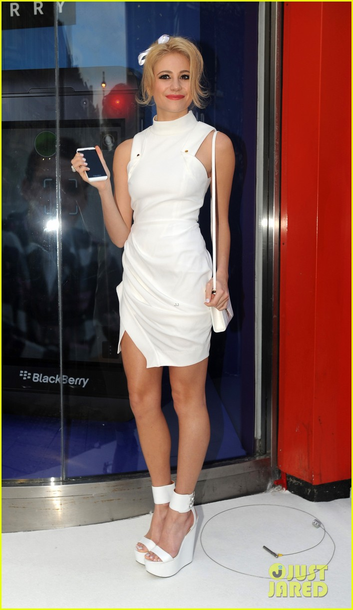 pixie lott blackberry z10 launch event 25