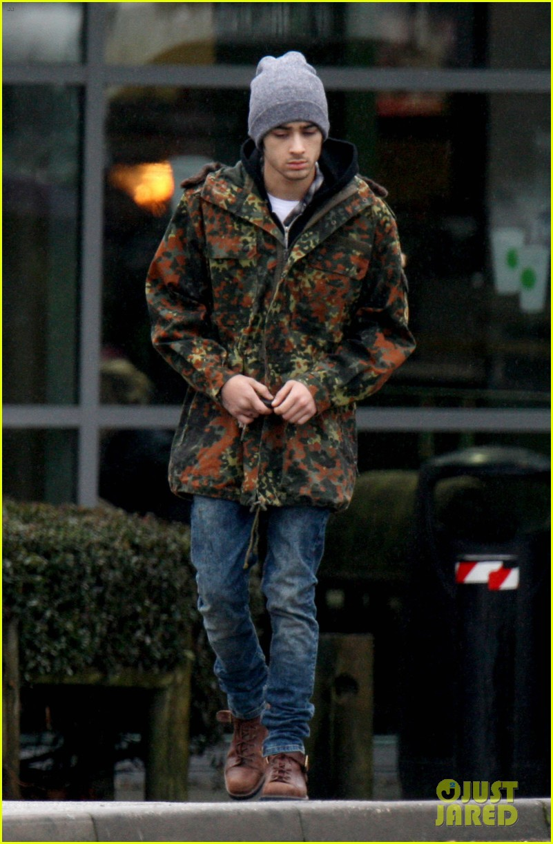 zayn malik completely camoflauged 05