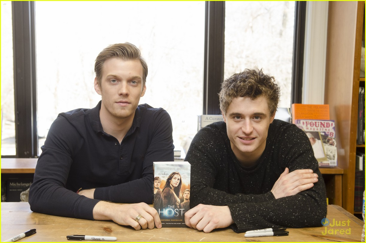 jake abel max irons dc host signing 03