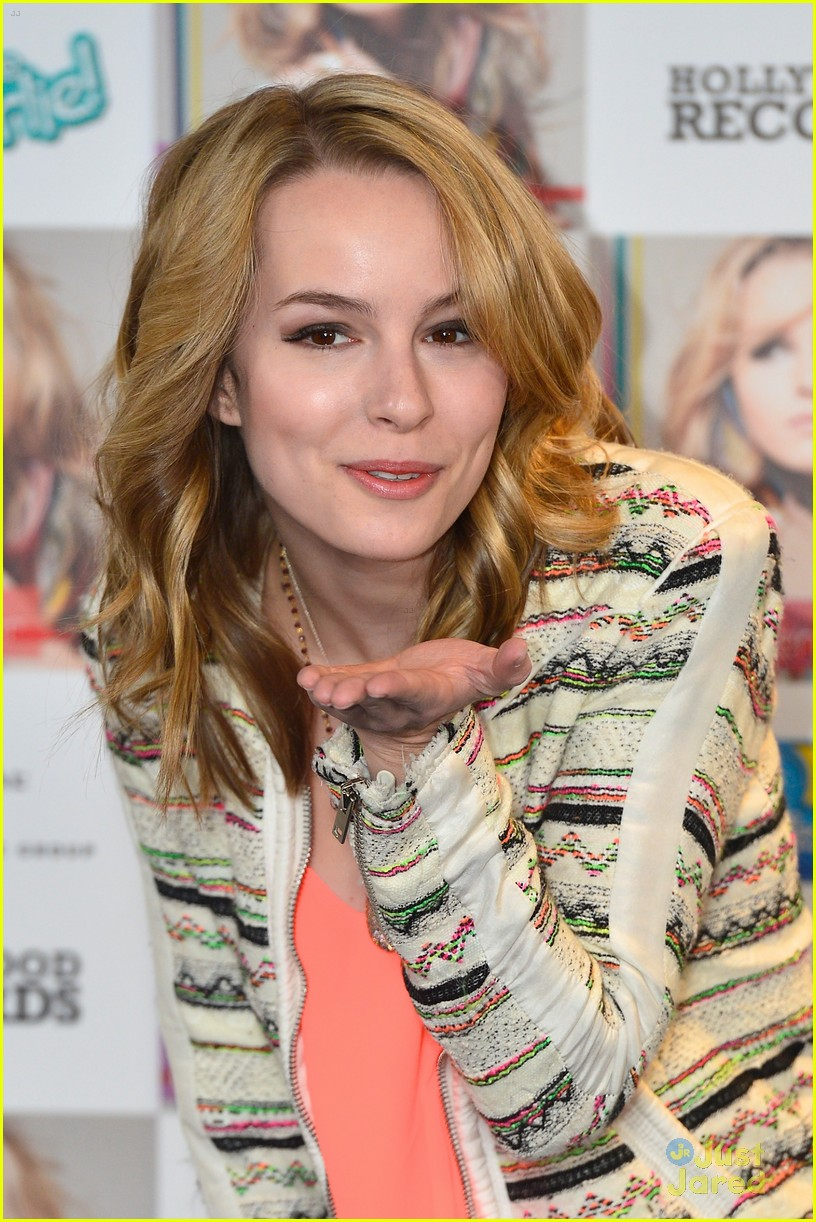 bridgit mendler madrid album photocall 08