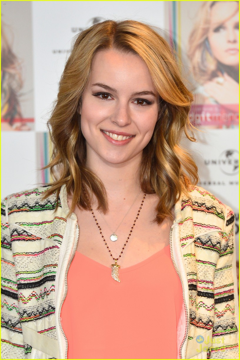 bridgit mendler madrid album photocall 12