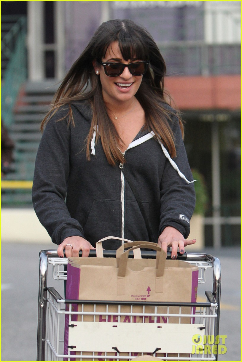 lea michele grocery shopping gal 03