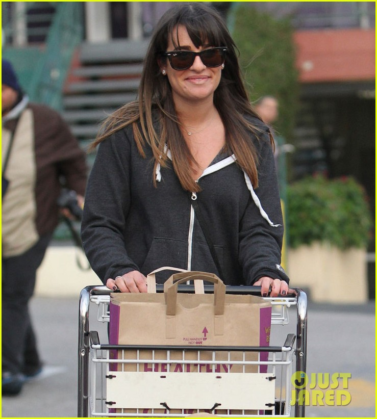 lea michele grocery shopping gal 05