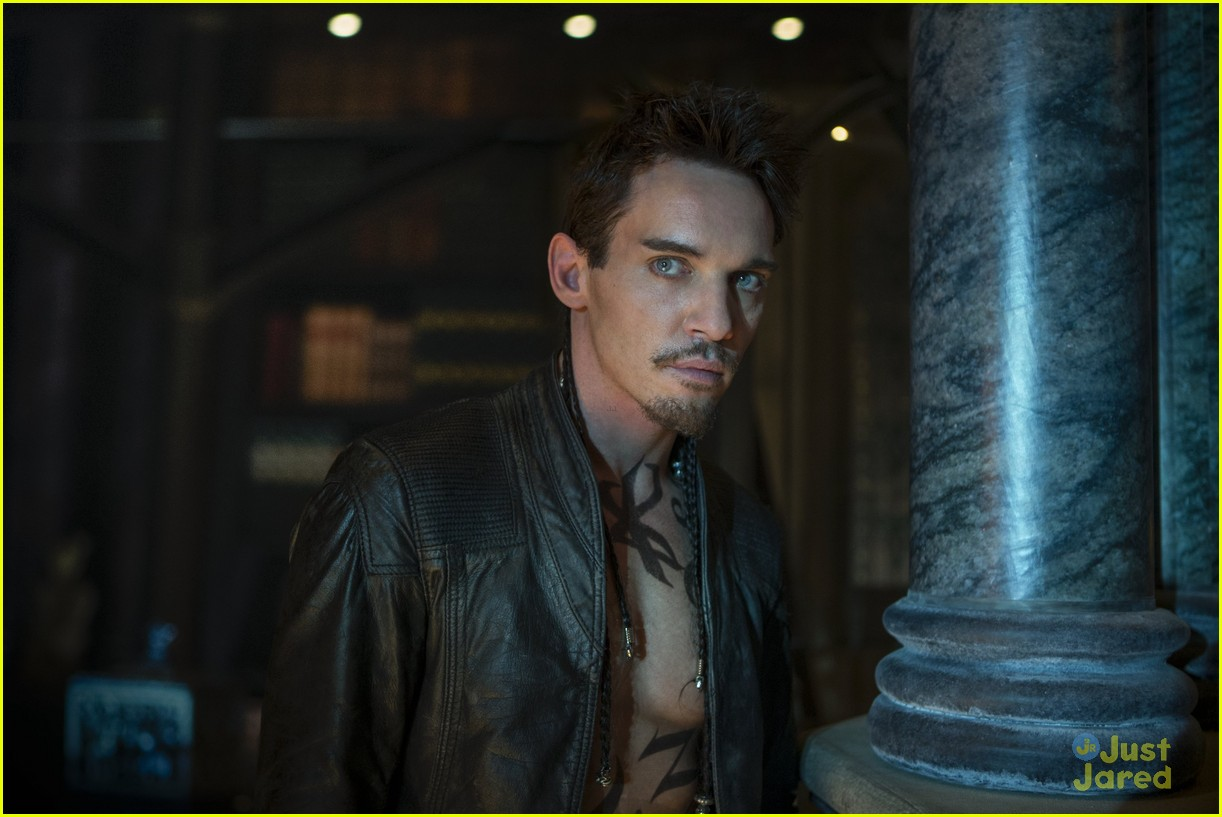 lily collins jamie campbell bower mortal instruments stills 01