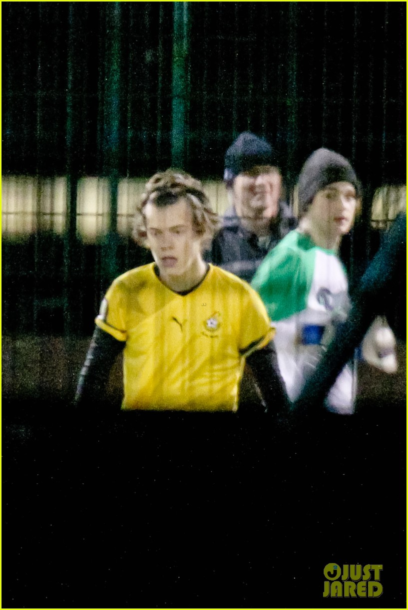 harry styles louis tomlinson soccer guys 07