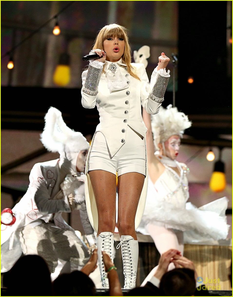 taylor swift grammys performance 07