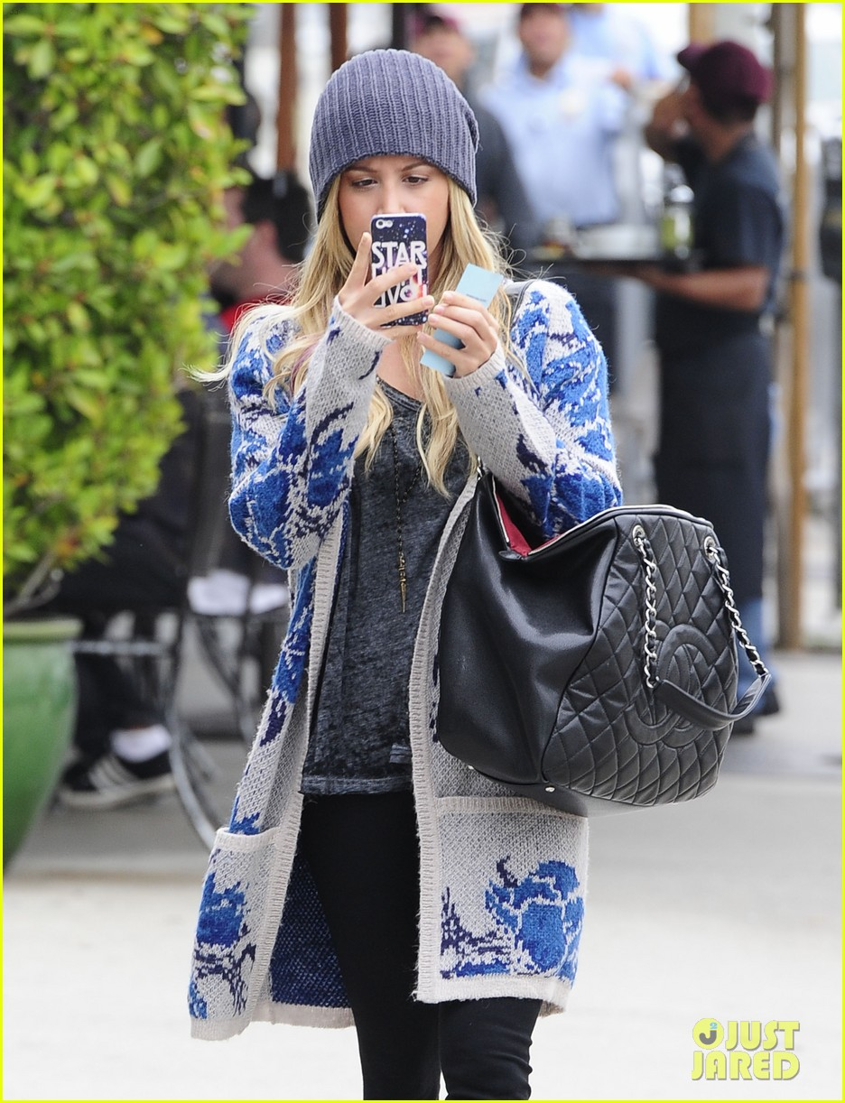 ashley tisdale urth cafe cutie 02