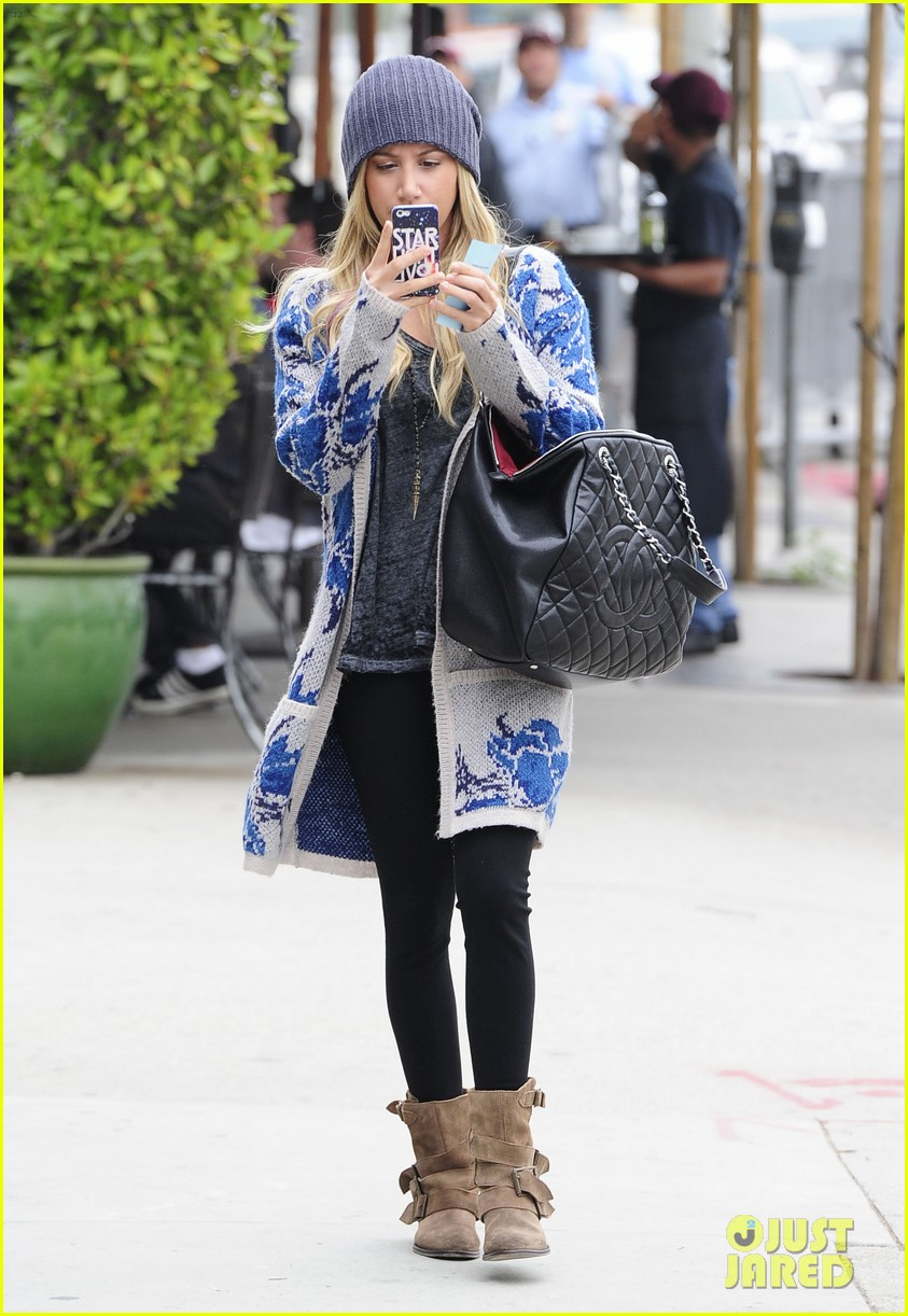 ashley tisdale urth cafe cutie 03