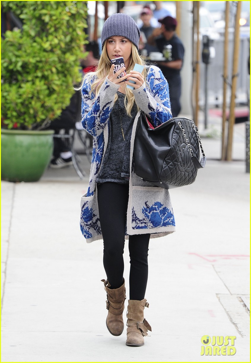 ashley tisdale urth cafe cutie 09