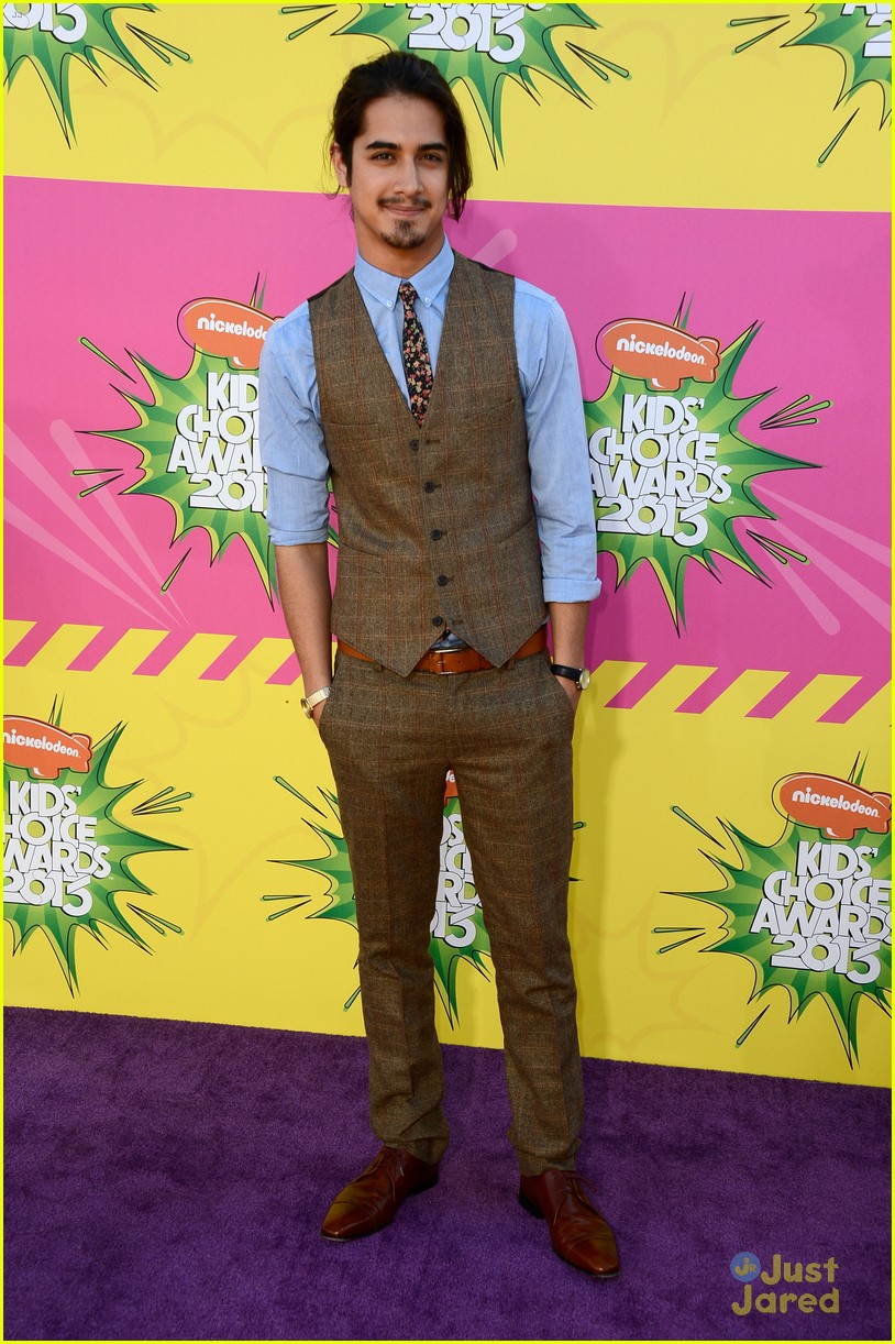avan jogia kids choice awards 2013 red carpet 01