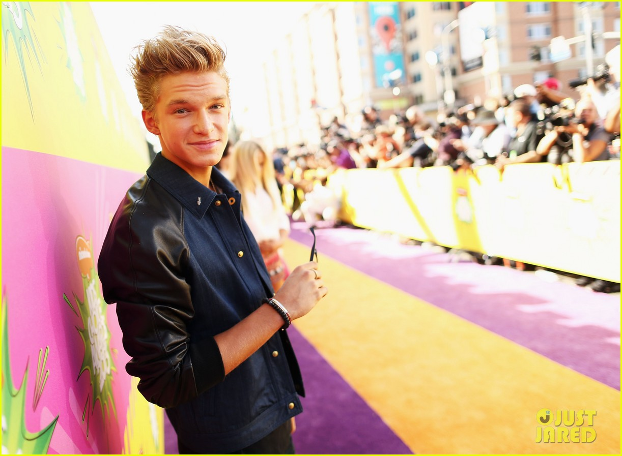 cody simpson kids choice award carpet 03