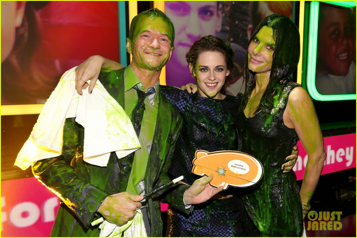 kristen stewart slime covered kids choice winner 04