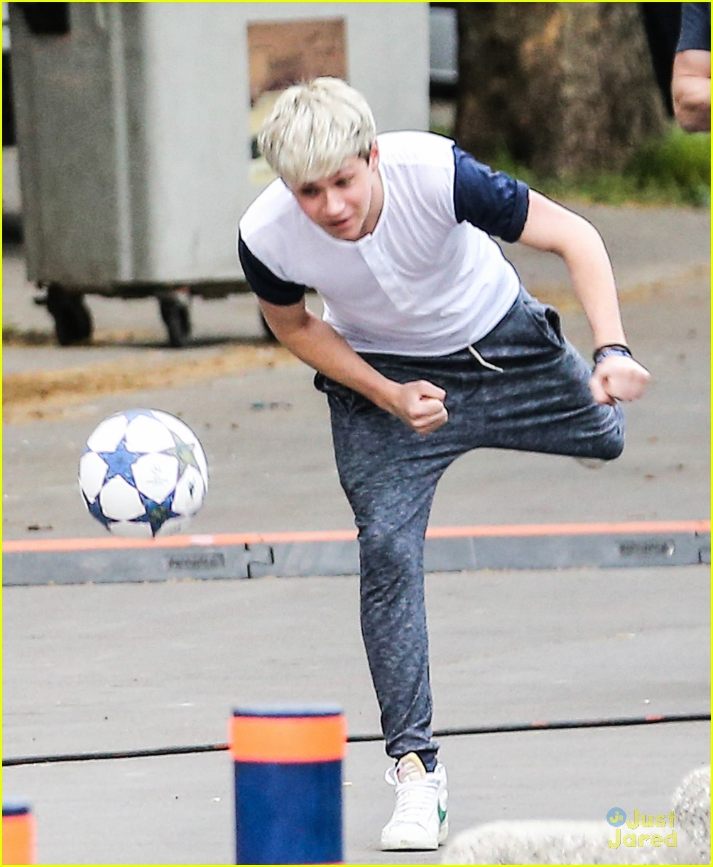 niall horan louis tomlinson soccer studs 03