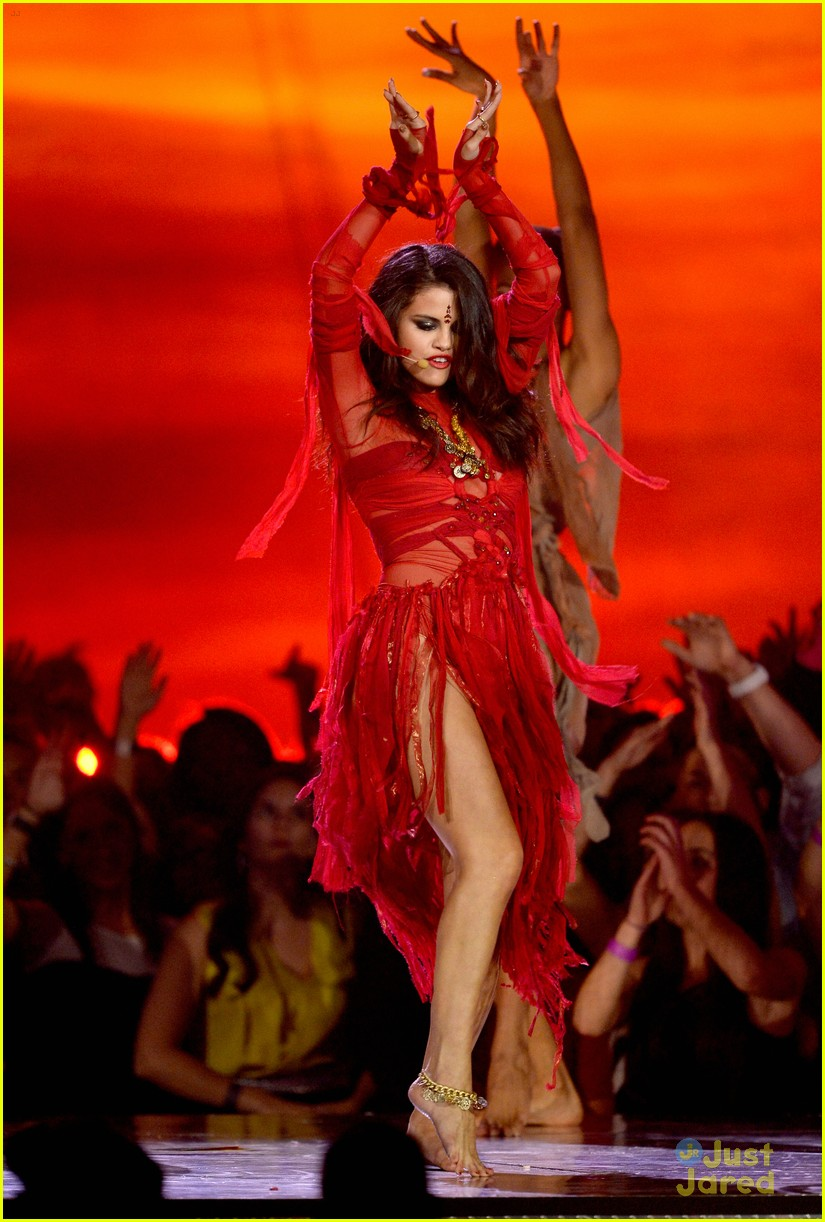selena gomez mtv performance come get it 01