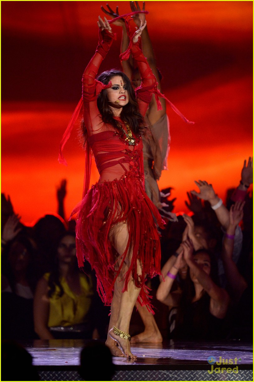 """Selena Gomez """"Come And Get It"""" Performance on Dancing With ...  
