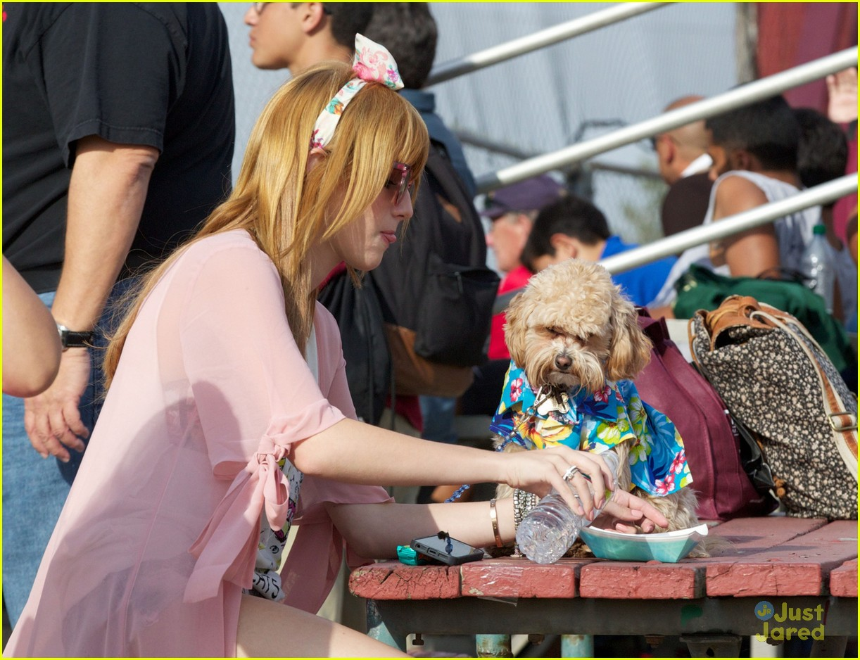 bella thorne bow baseball game 03