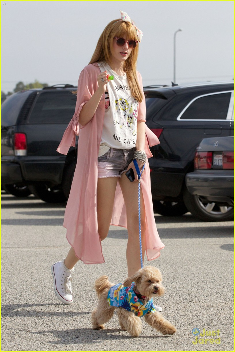 bella thorne bow baseball game 04