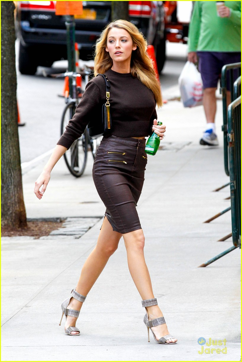 blake lively thigh boots shoot 02