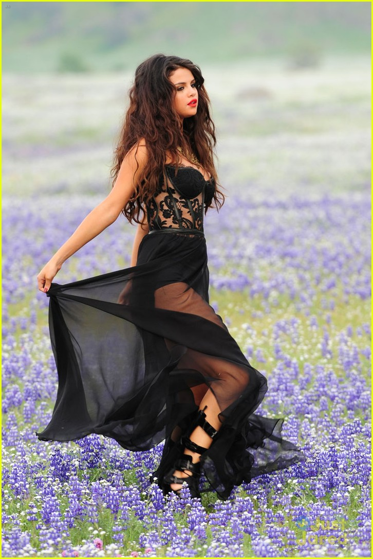 selena gomez come get it shots 13