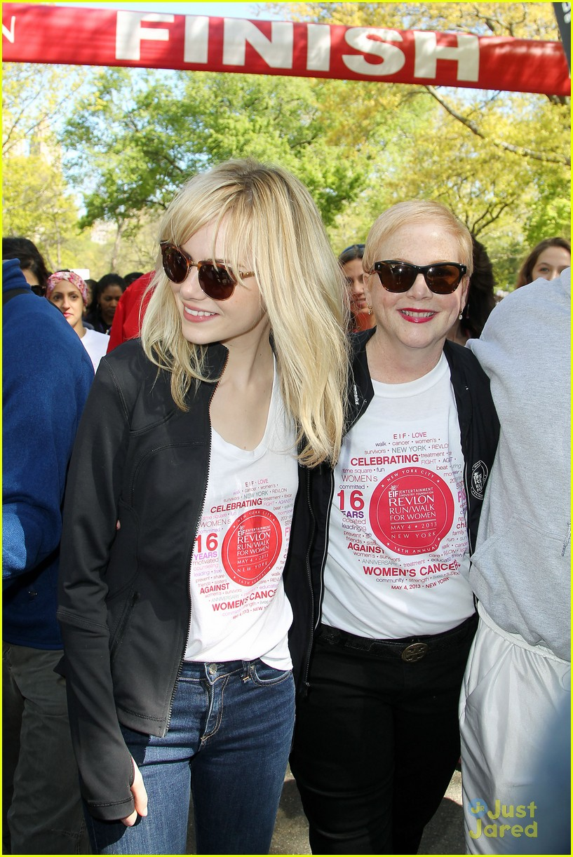 Emma Stone & Andrew Garfield: Revlon Walk Pair!   Photo 558233 ...
