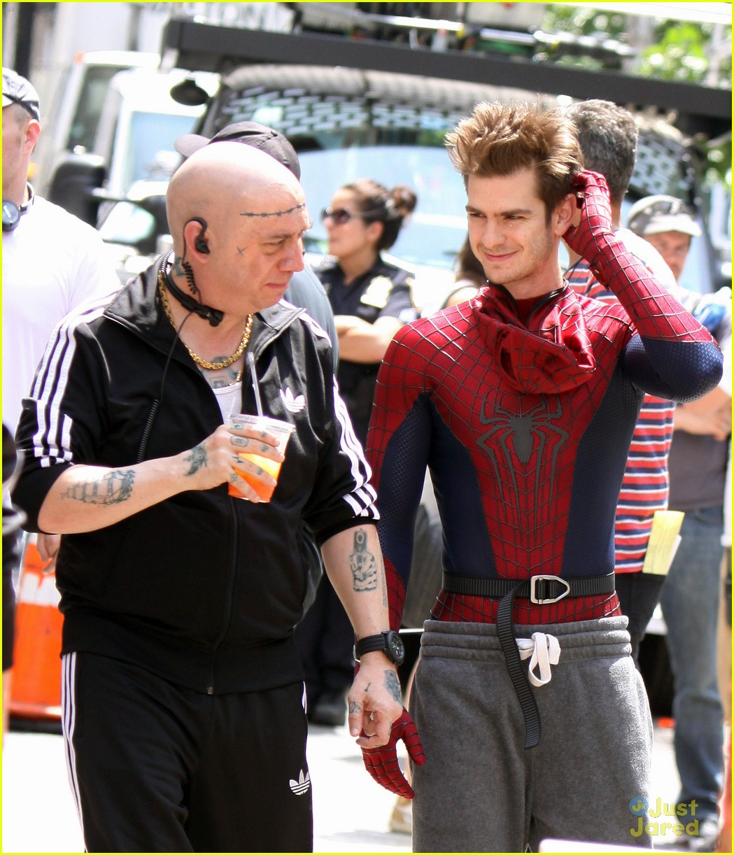 andrew garfield spiderman young fans 05
