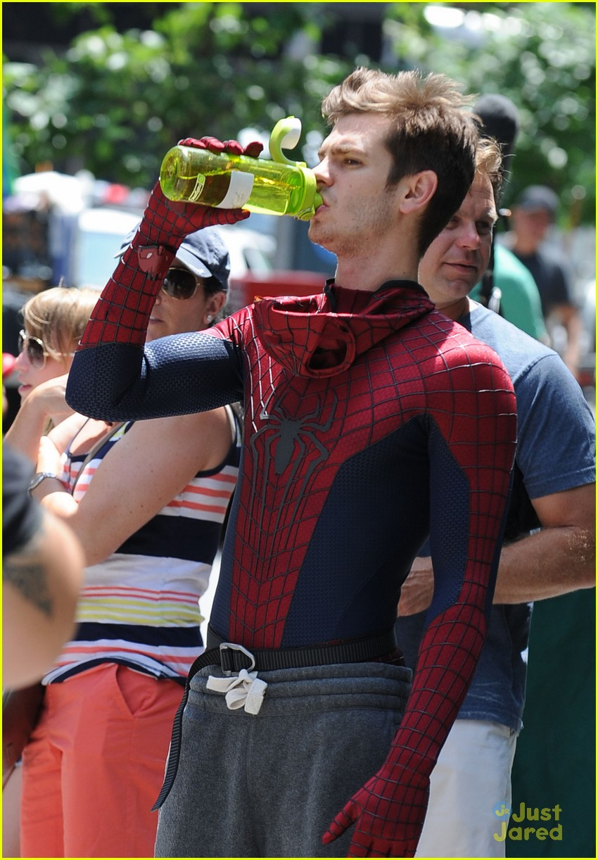 andrew garfield spiderman young fans 06