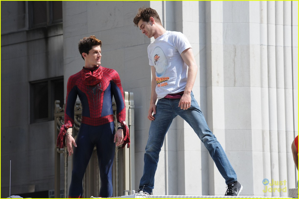 andrew garfield spiderman young fans 11