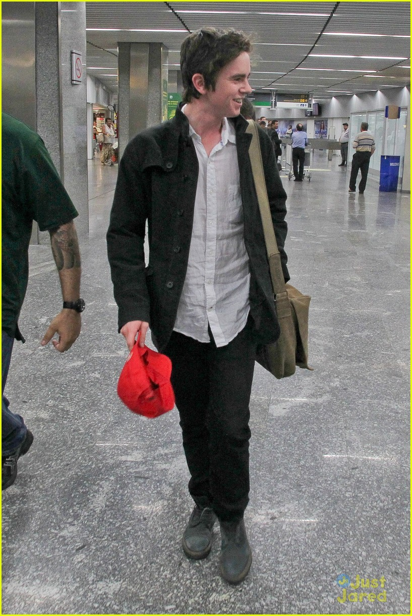 Freddie Highmore Visits South America! | Photo 570577 ...