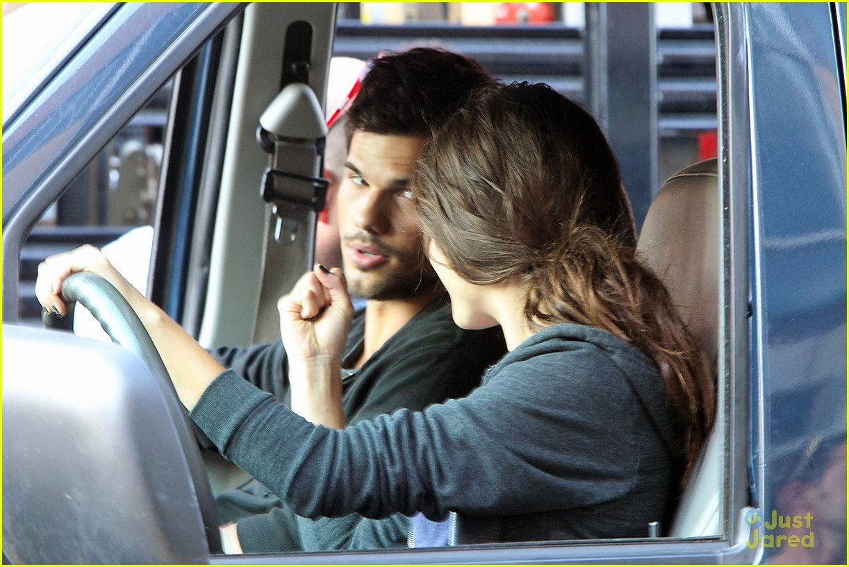 taylor lautner bench campaign behind the scenes 01