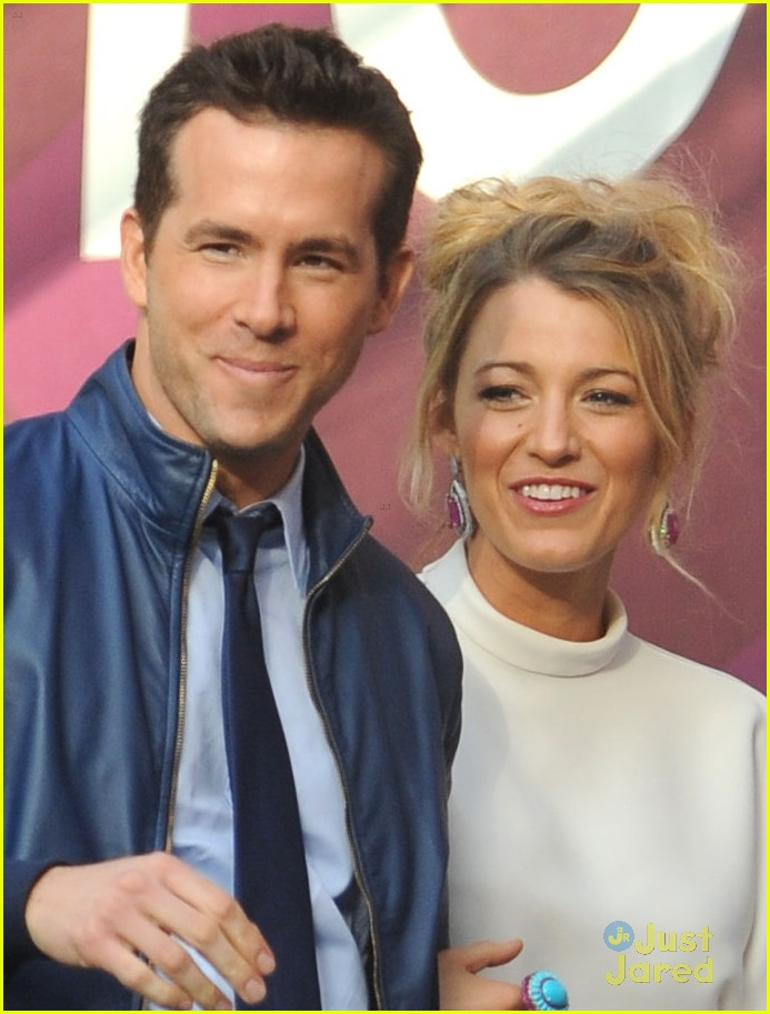 Blake Lively: Hotel Exit with Husband Ryan Reynolds ...
