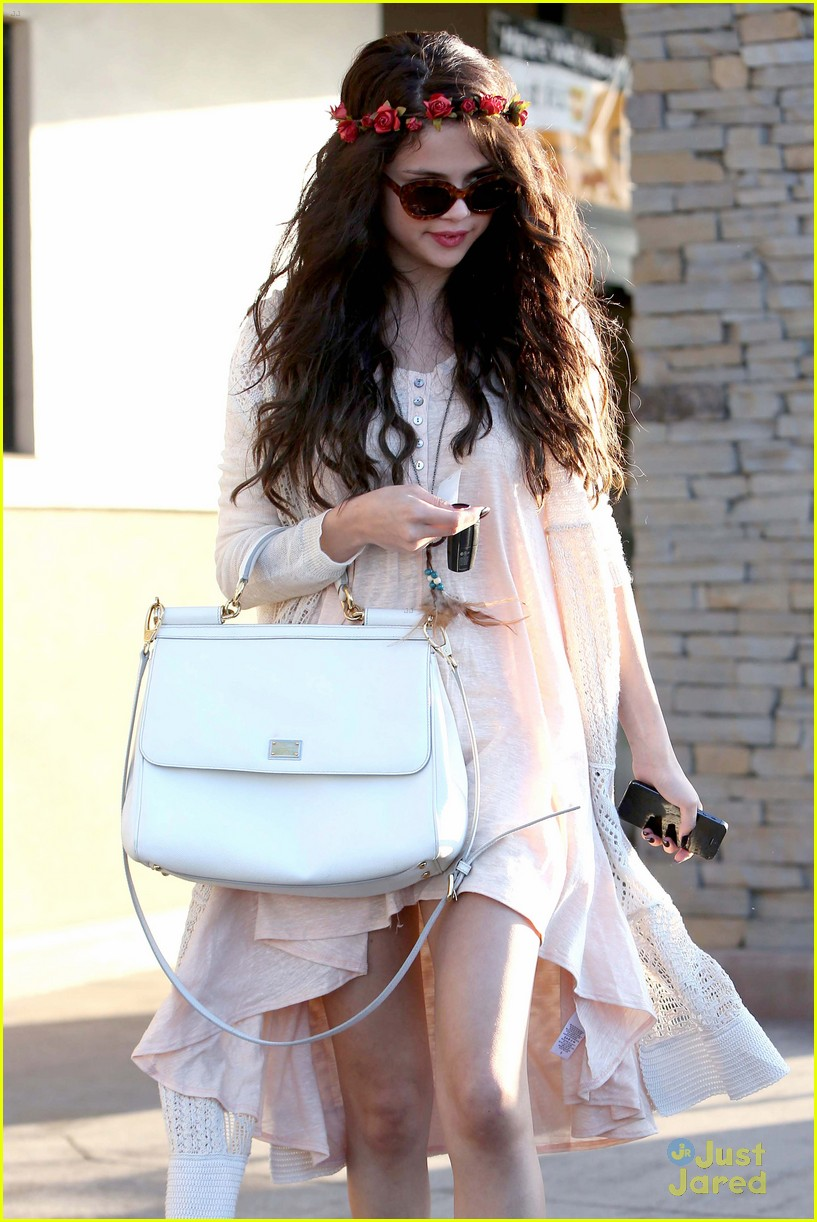 selena gomez lunch baby sister 02