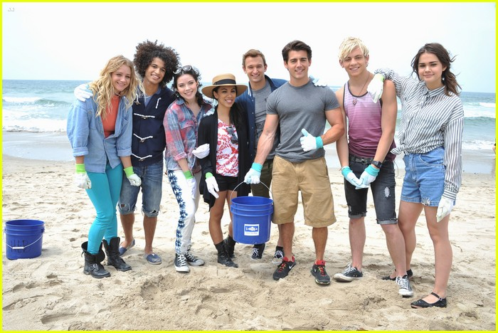 teen beach musical cast beach cleanup 05