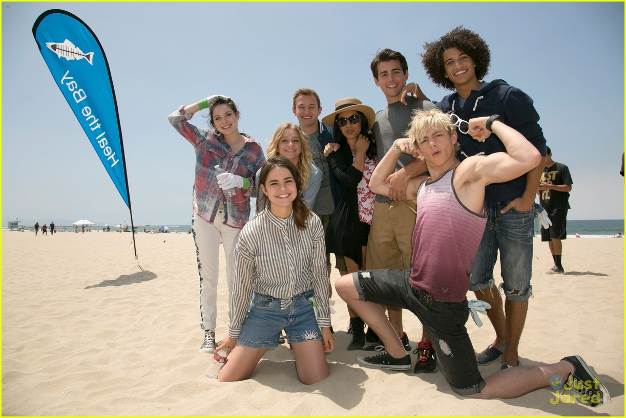 teen beach musical cast beach cleanup 07