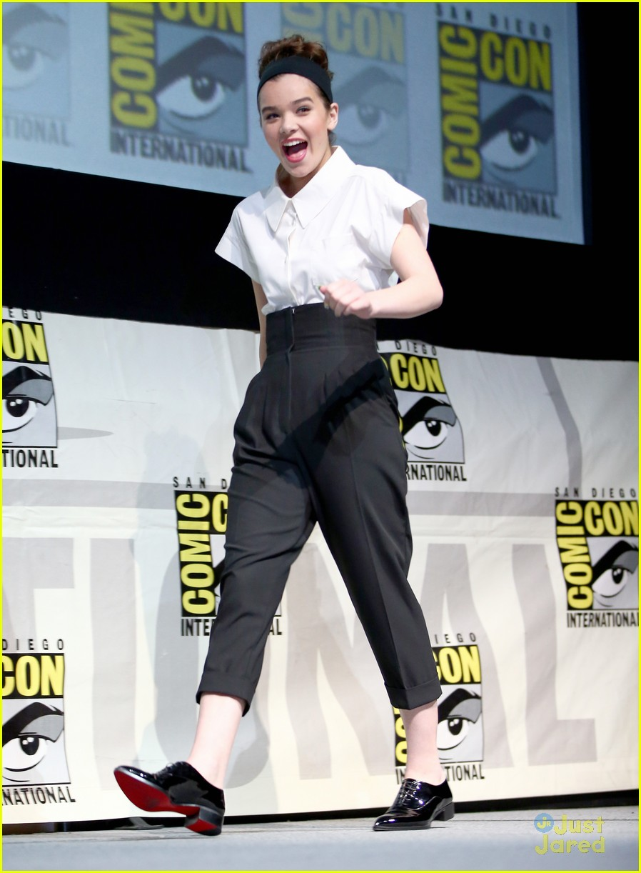Hailee Steinfeld: 'Ender's Game' Comic-Con Panel with Asa ...