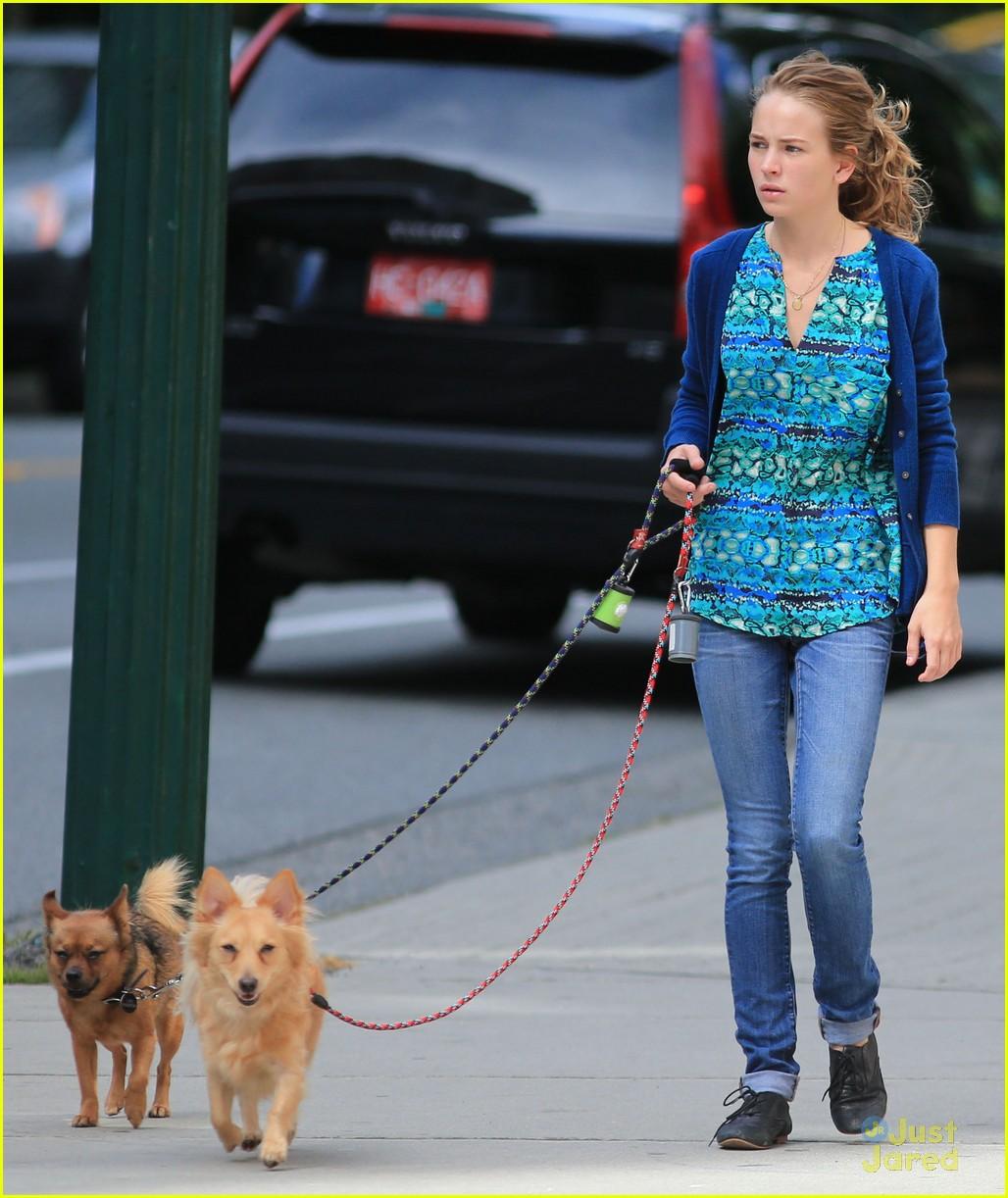 britt robertson walk dogs 04