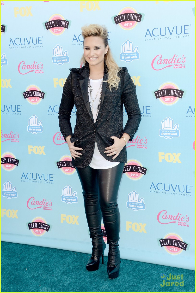 demi lovato teen choice awards carpet 03