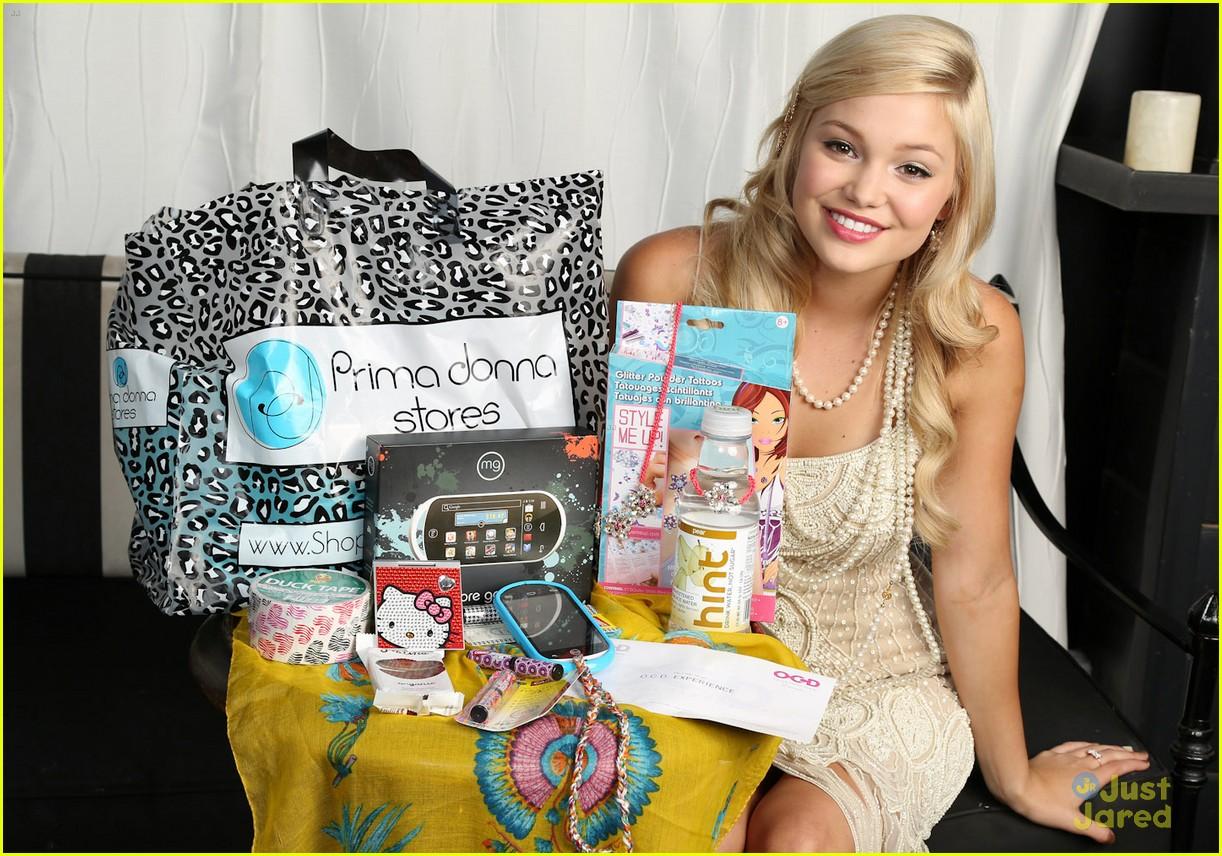 olivia holt bday gift bag 02