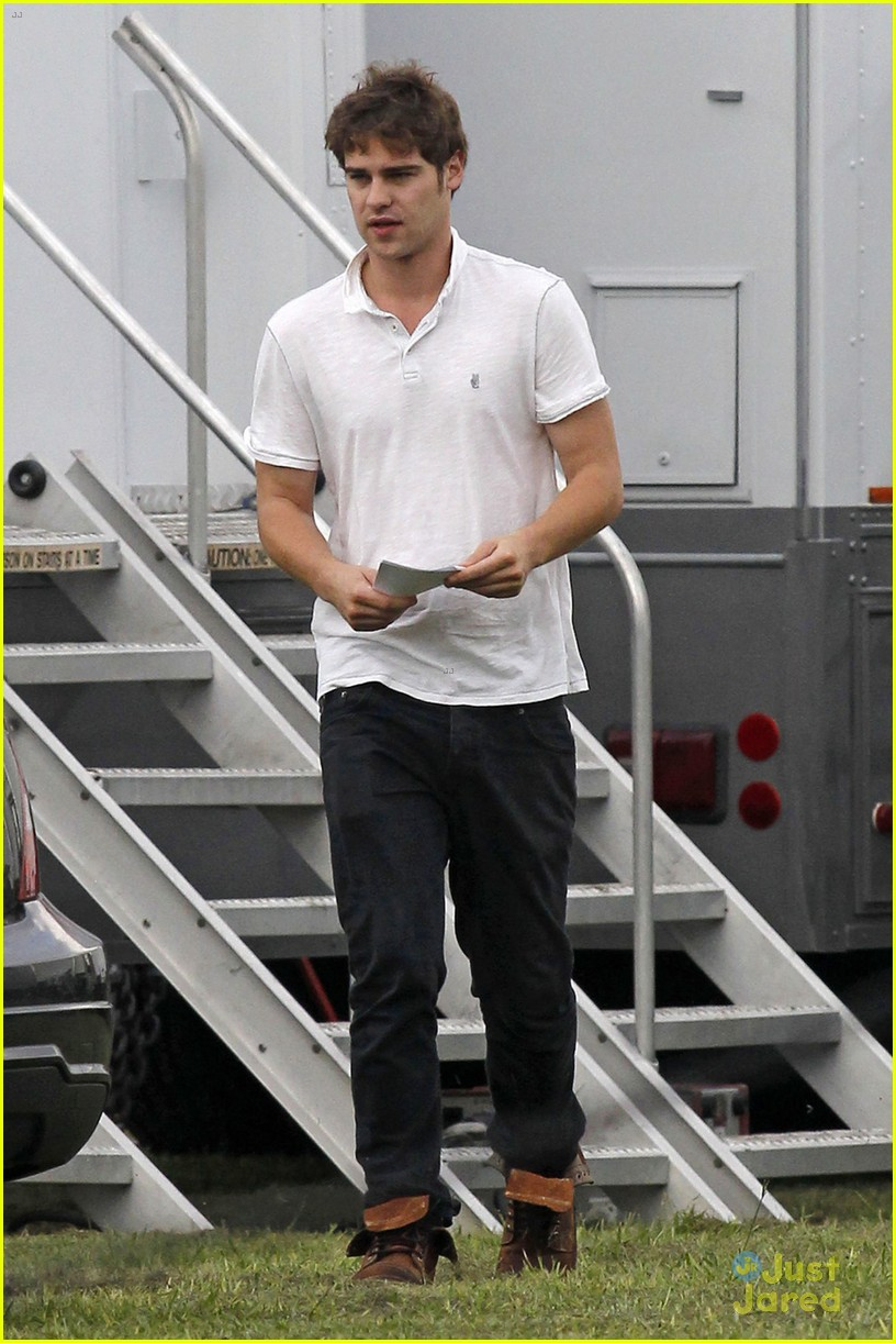 Aimee Teegarden  amp  Grey Damon   Star-Crossed  Set Buddies Grey Damon Star Crossed