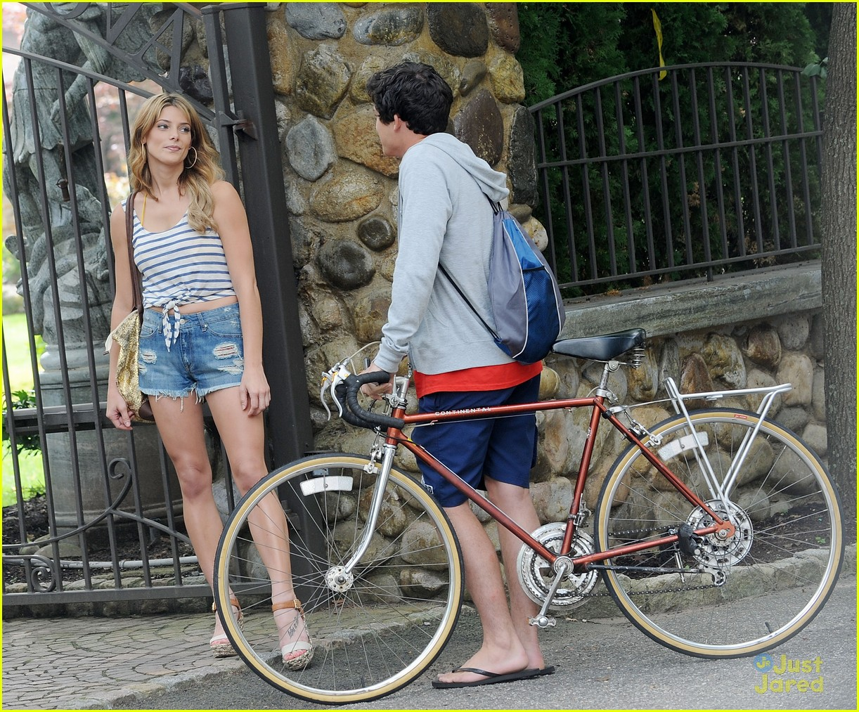 About This Photo Set  Ashley Greene is beautiful in blue as she    Graham Phillips And Ashley Greene
