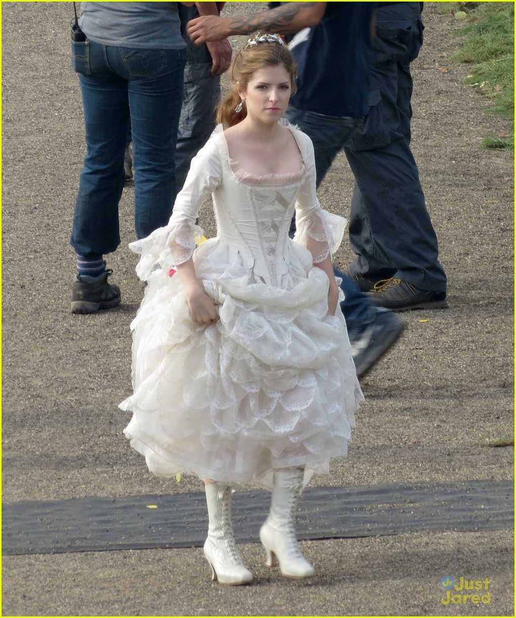 Full Sized Photo Of Anna Kendrick Cinderella Into Woods 16