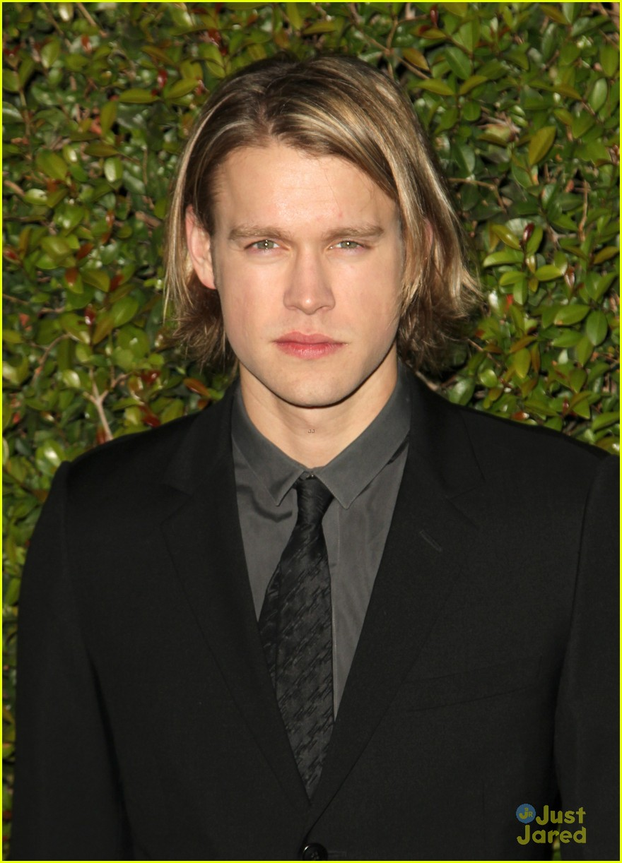 nikki reed chord overstreet chloe fashion show dinner 05