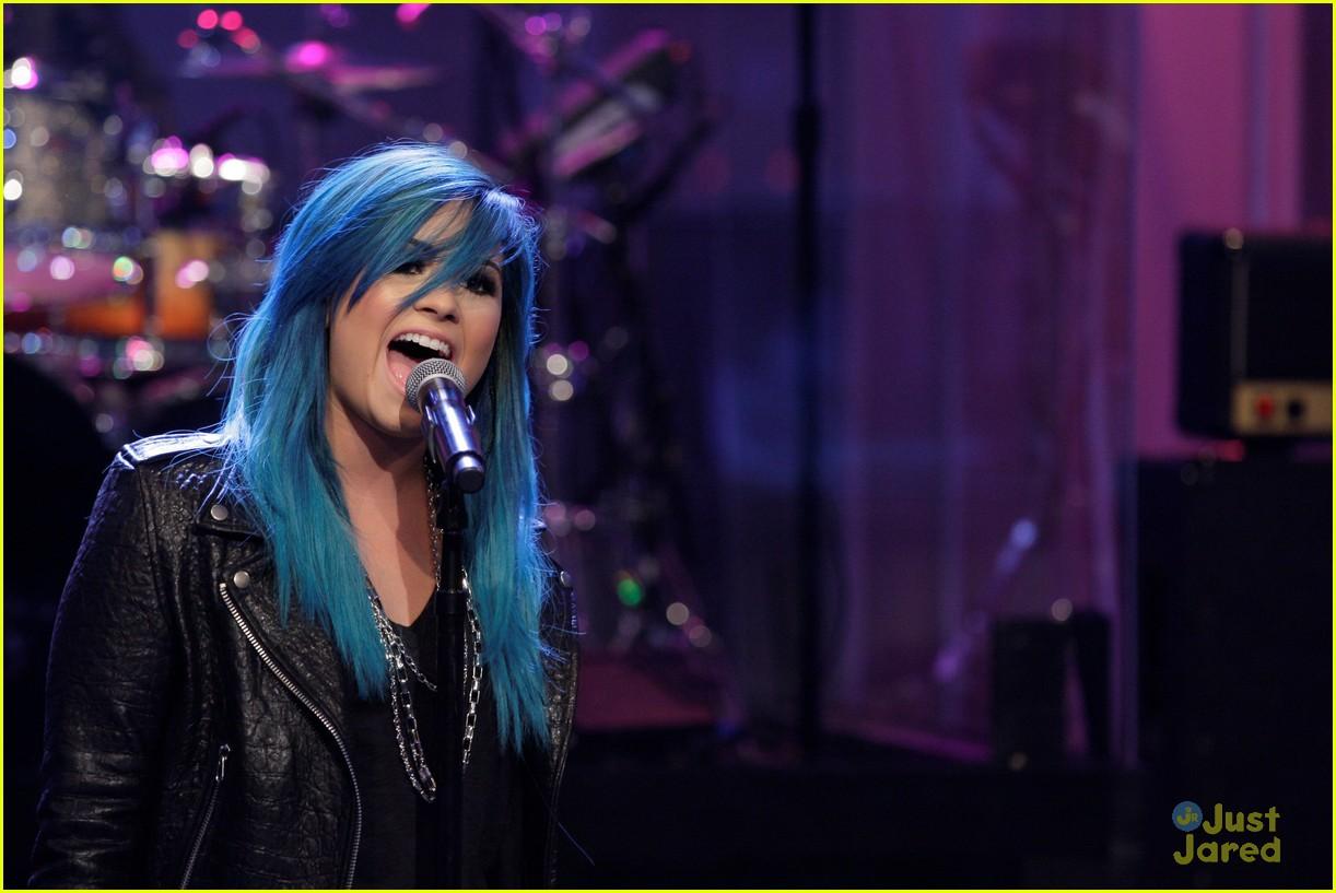[Imagem: demi-lovato-blue-hair-04.JPG]